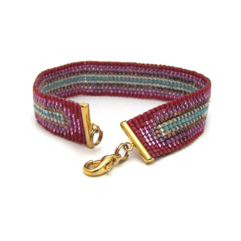 square stitch class example bracelet with ends