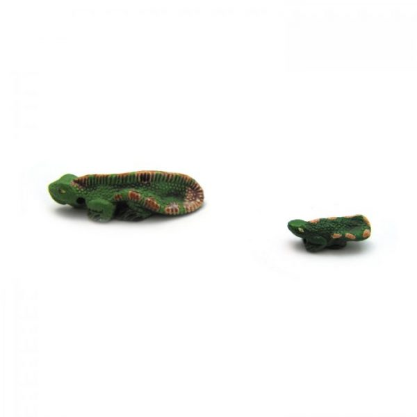 iguana from side on large and small ceramic beads